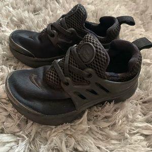 Black toddler Nike prestos size 9
